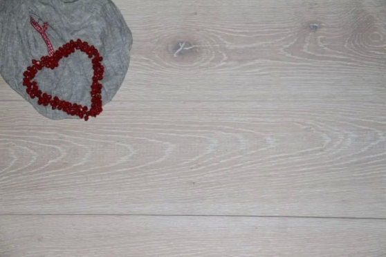 Prime Engineered Oak Brushed White UV Oiled 14/3mm By 190mm By 1900mm FL1238 1