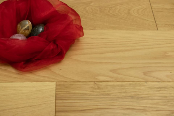 Prime Engineered Flooring Oak Brushed UV Lacquered 14/3mm By 150mm By 400-1500mm FL3635 0