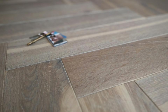 Natural Engineered Flooring Oak Bespoke  Herringbone Silver Tiger Hardwax Oiled 15/3mm By 140mm By 580mm HB059 1