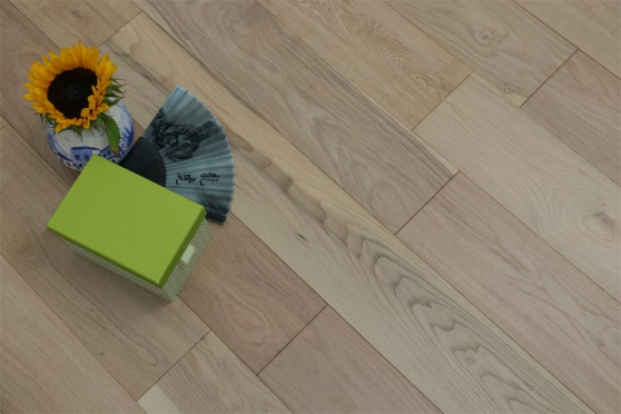 Natural Engineered Flooring Oak Non Visible UV Oiled 15/4mm By 260mm By 2200mm FL2258 1