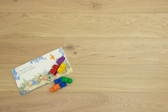 Prime Engineered Flooring Oak Non Visible Brushed UV Lacquered 14/3mm By 190mm By 400-1500mm