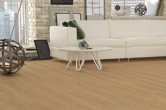 Peking Natural Oak Laminate Flooring 8mm By 197mm By 1205mm LM050 1