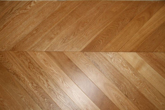 Prime Engineered Oak Chevron UV Lacquered 15/4mm By 90mm By 850mm CH014 1