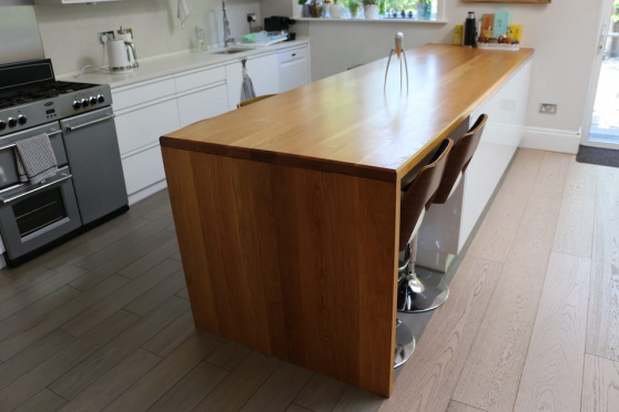 Full Stave Rustic Oak Worktop 20mm By 620mm By 2500mm WT732 1