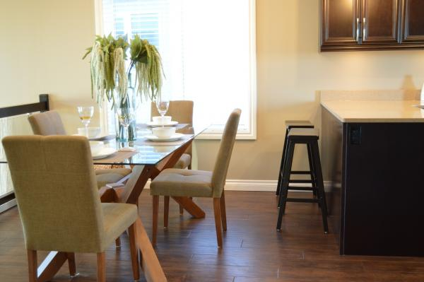 Lino Flooring vs. Wood Flooring - How the Two Compare