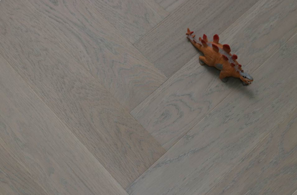Matt Oak Flooring Keeps The Natural Beauty Of The Wood