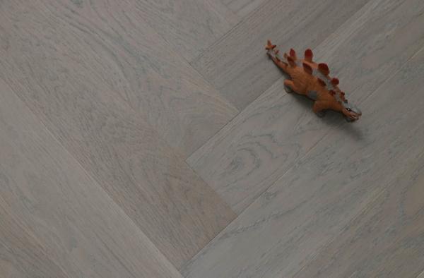 Matt Oak Flooring Keeps The Natural Beauty Of The Wood