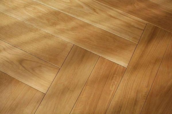 Medium Oak Flooring an Ideal Balance for Warmth