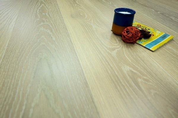 Blonde Oak Flooring Perfect For Calm Settings