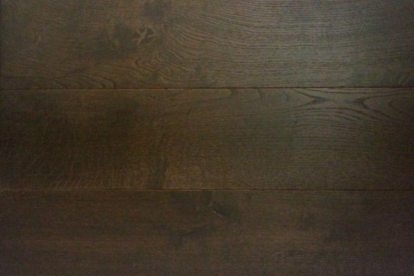 Black Tea Wood Flooring: Superb Against Light Fixtures and Fittings
