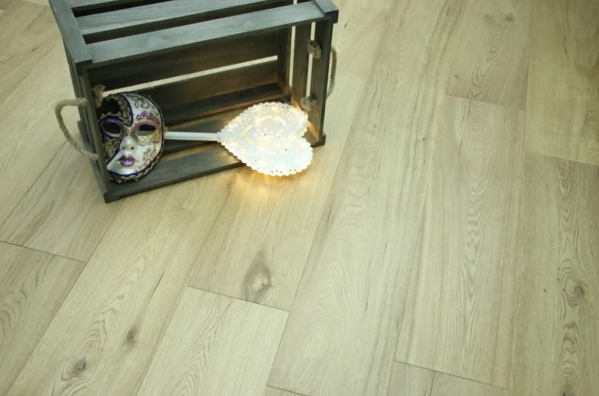 Light Oak Solid Wood Flooring Constantly Popular